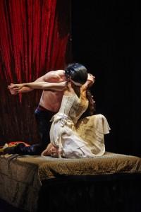 Tobias-Batley-as-Dracula-and-Martha-Leebolt-as-Mina-in-Northern-Ballets-Dracula.-Photo-Justin-Slee