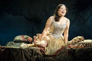 Hye-Youn Lee as Violetta in La traviata