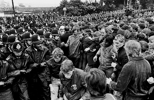 Orgreave with riot police in the background (© Peter Arkell)