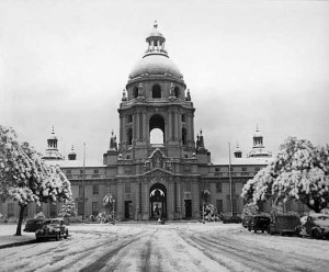 Snow-in-Pasadena-City-Hall-1949.
