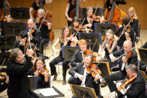 Sir Mark conducting 2 c. Russell Hart (1)