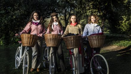 The-HandleBards-With-Baskets-High-Resolution