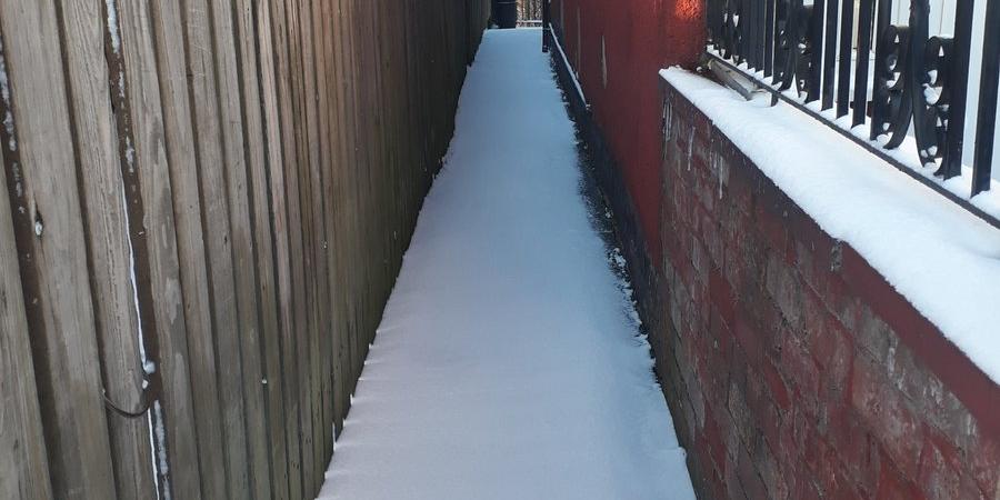 Snowy Stockport ginnel