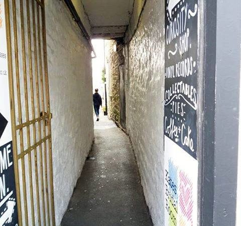 Clitheroe ginnel by Jane Emanuel