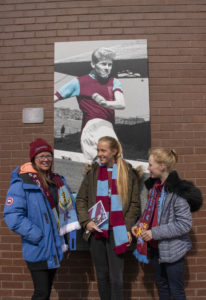 GIRLFANS_BURNLEY_IMG_9737