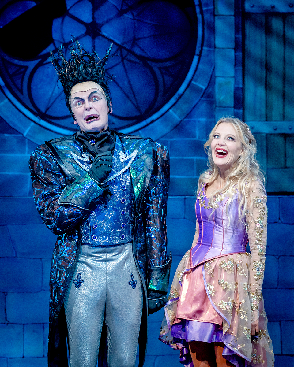 David Leonard & Suzy Cooper in Sleeping Beauty at York Theatre Royal. Photo Robling Photography