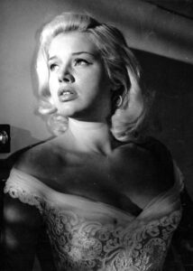 YIELD TO THE NIGHT, YIELD TO THE NIGHT UK 1956 KENWOOD PRODUCTIONS DIANA DORS Date 1956, Photo by: Mary Evans/Ronald Grant/Everett Collection(10349316)