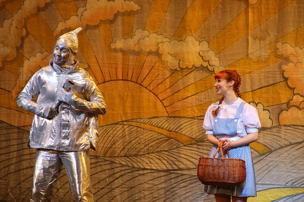 "wizard of oz review It's been 77 years since ""the wizard of oz"" arrived on movie screens, and today it remains one of the most beloved films of all time over the years, stage musicals have tried to capture the movie's magical storytelling and epic scope without much success but a charming new touring."