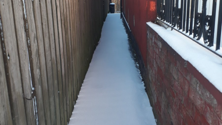 Snowy Stockport ginnel