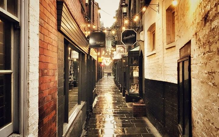 Chester ginnel by @wawchester