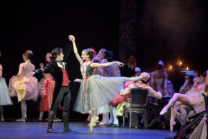 Jeffrey-Cirio-and-Katja-Khaniukova-in-Manon-c-Laurent-Liotardo